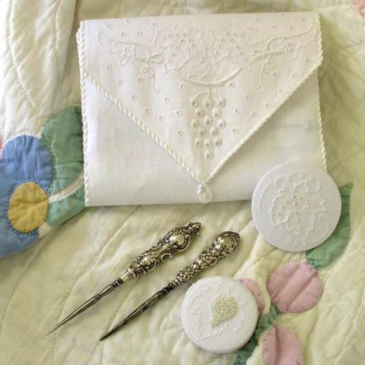 Vintage Whitework Etui